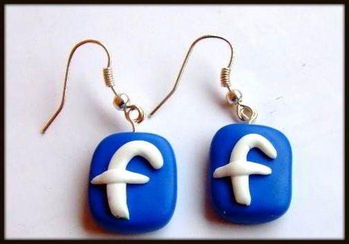 Cercei pentru fanii facebook